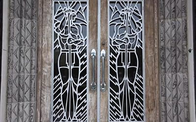 doors at the powhatan apartments in chicago