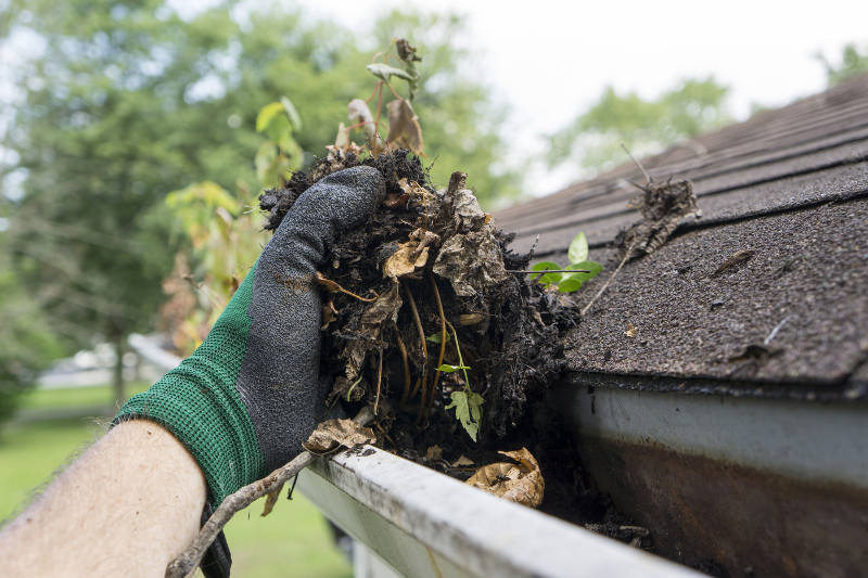 cleaning gutters with gloves