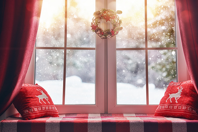 window décor ideas for Christmas
